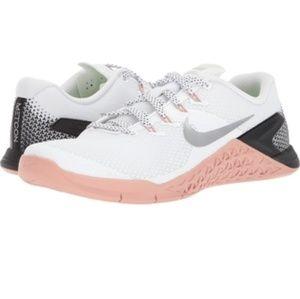 Nike metcons 4 training shoe sneakers